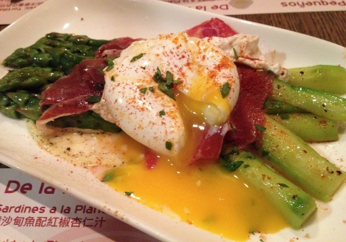 tapeo hong kong asparagus egg jamon