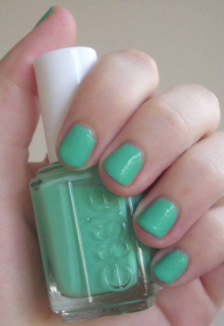 Essie Turquoise & Caicos nail polish review | Through The Looking Glass