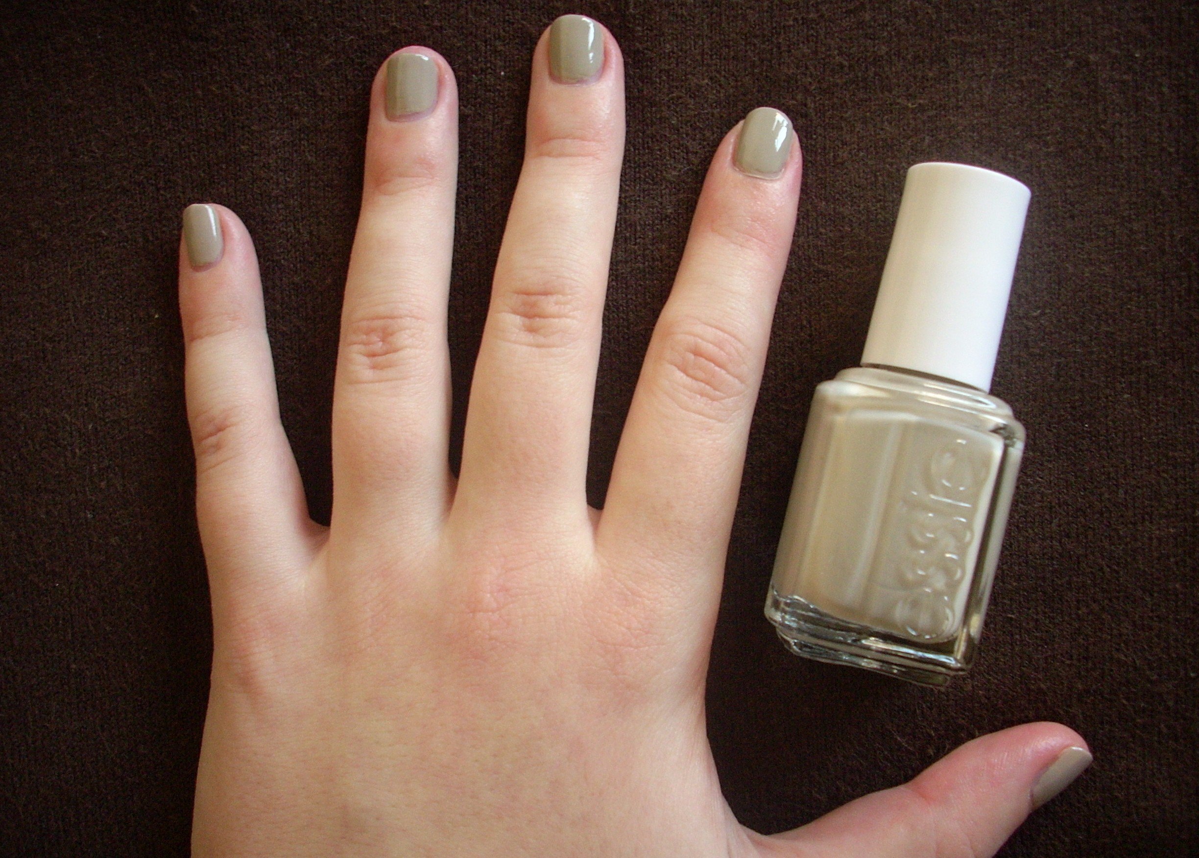 Essie Playa del Platinum nail polish review | Through The Looking Glass