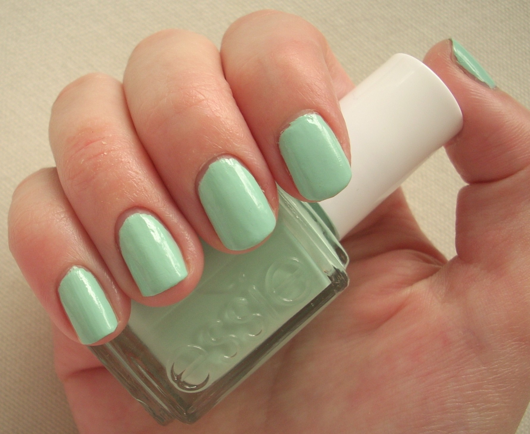 Essie Mint Candy Apple nail polish review | Through The Looking Glass