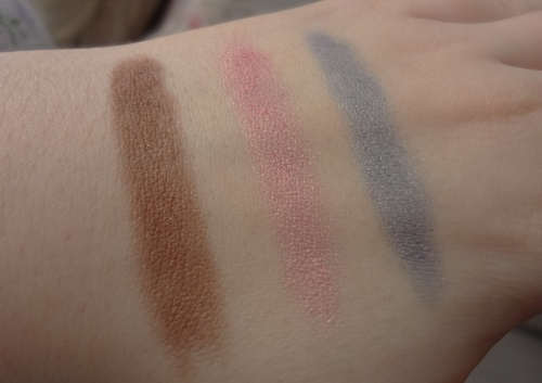 clinique chubby sticks for eyes fuller fudge pink and plenty big blue swatch