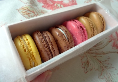 laduree hk macarons in box