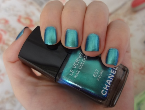 chanel azure nail polish swatch