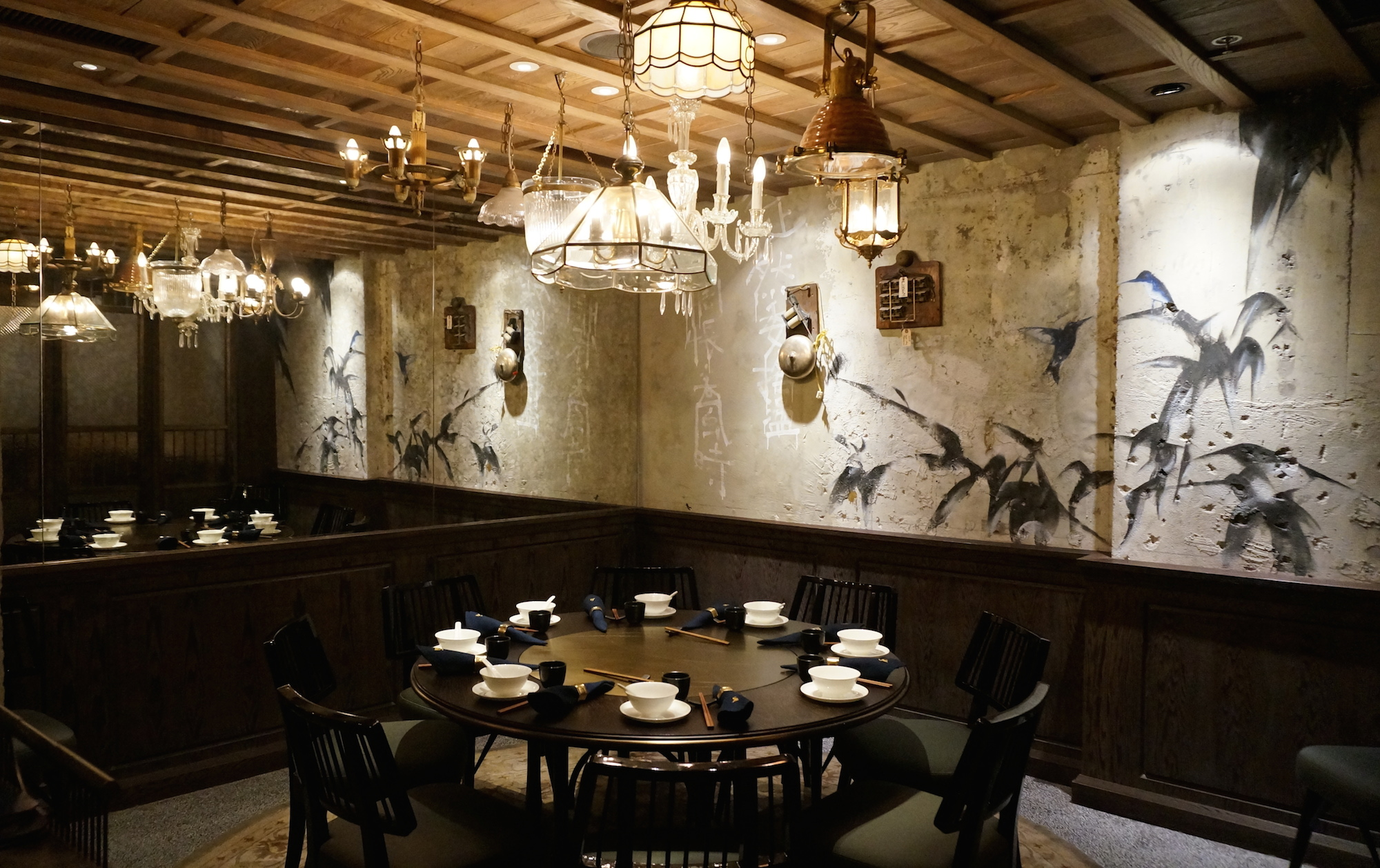 Casual Restaurant Wall Lighting In Dining Room