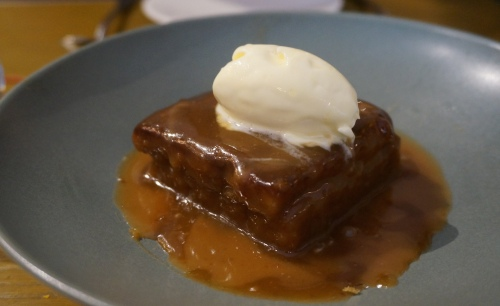 bread street kitchen hong kong sticky toffee pudding