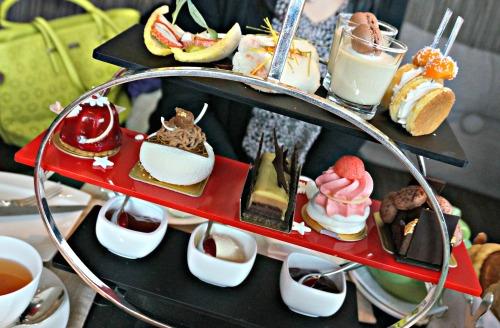 the intercontinental hong kong le chocolat alain ducasse tea set