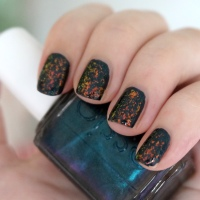 Nails Of The Day: Essie Dive Bar & Essie Shine Of The Times manicure