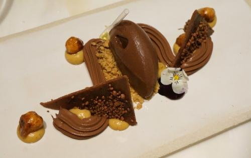 mercedes-me-hong-kong-chocolate-hazelnut-delice