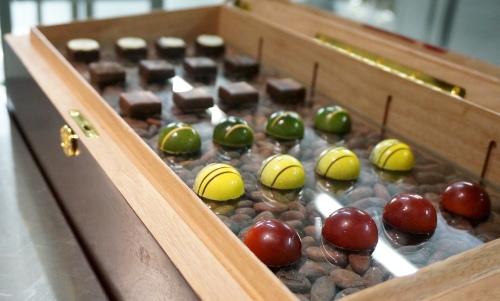gaddis-peninsula-hong-kong-chocolate